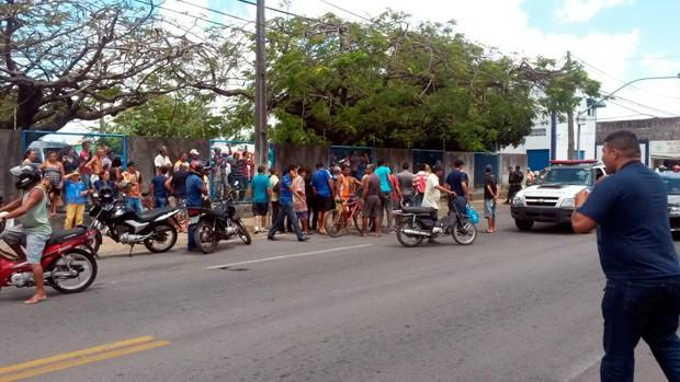 Crime aconteceu logo após a vítima sair do Detran, no bairro de Cidade da Esperança (Foto: Marksuel Figueiredo/Inter TV Cabugi)
