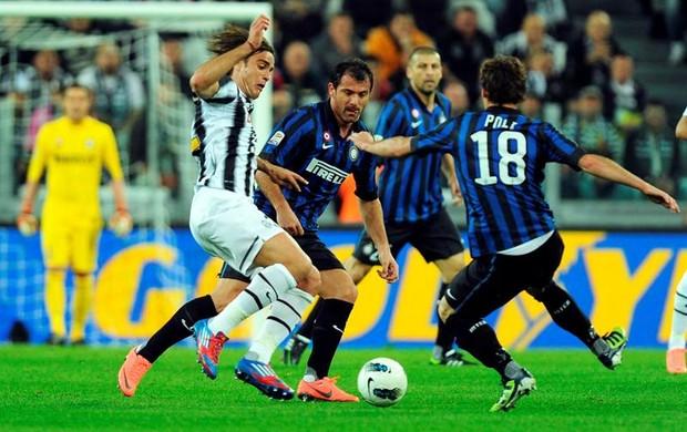 Juventus e Inter fizeram partida equilibrada, mas com vantagem dos bianconeri (Foto: Agência Efe)