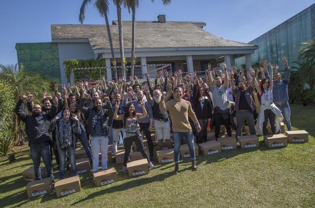 Marcon Mion e os participantes de 'A casa' (Foto: Antonio Chahestian/Record TV)