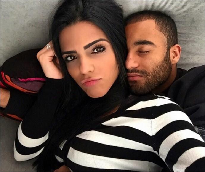Lucas e namorada Larissa Saad 1 mês namoro 13/04 (Foto: Reprodução Instagram)