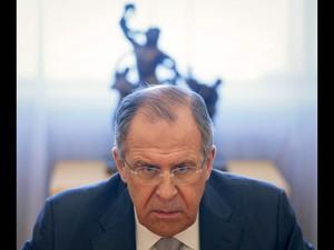 O ministro de Relações Exteriores da Rússia, Segei Lavrov, participa de reunião com o presidente do Senado francês, Gerard Larcher, em Moscou (Foto: Maxim Shemetov/Reuters)