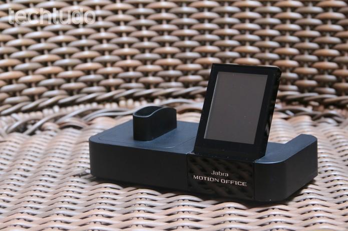 Jabra Motion Office se conecta a telefone fixo, celular e computador ao mesmo tempo (Foto: Lucas Mendes/TechTudo)