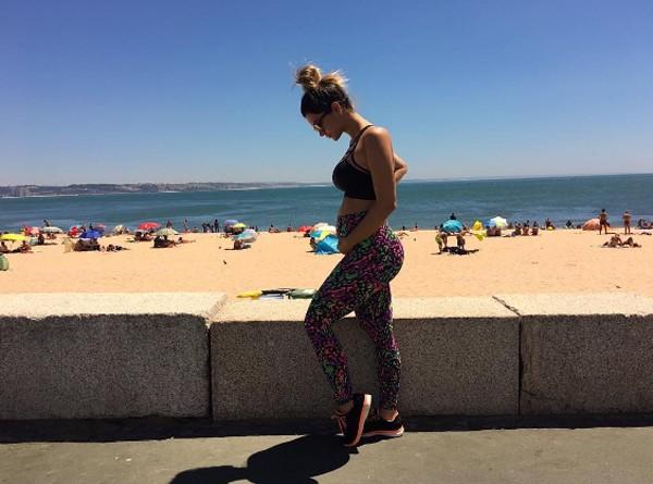 Kelly Key mostra barriguinha de grávida em foto na praia (Foto: Reprodução / Instagram)