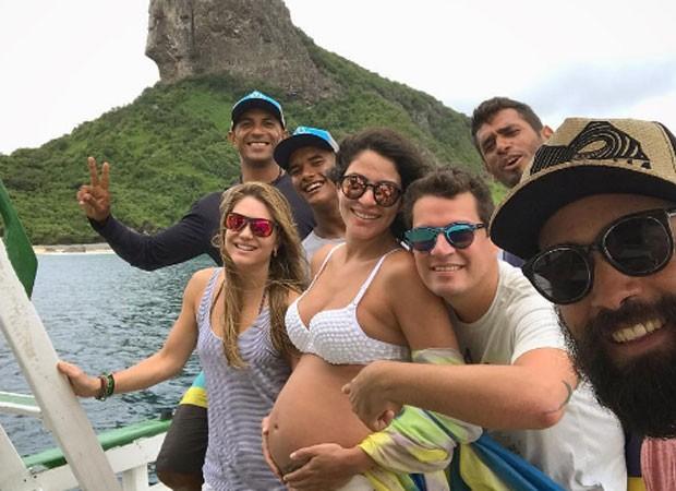 Carol Castro e amigos (Foto: Reprodução)