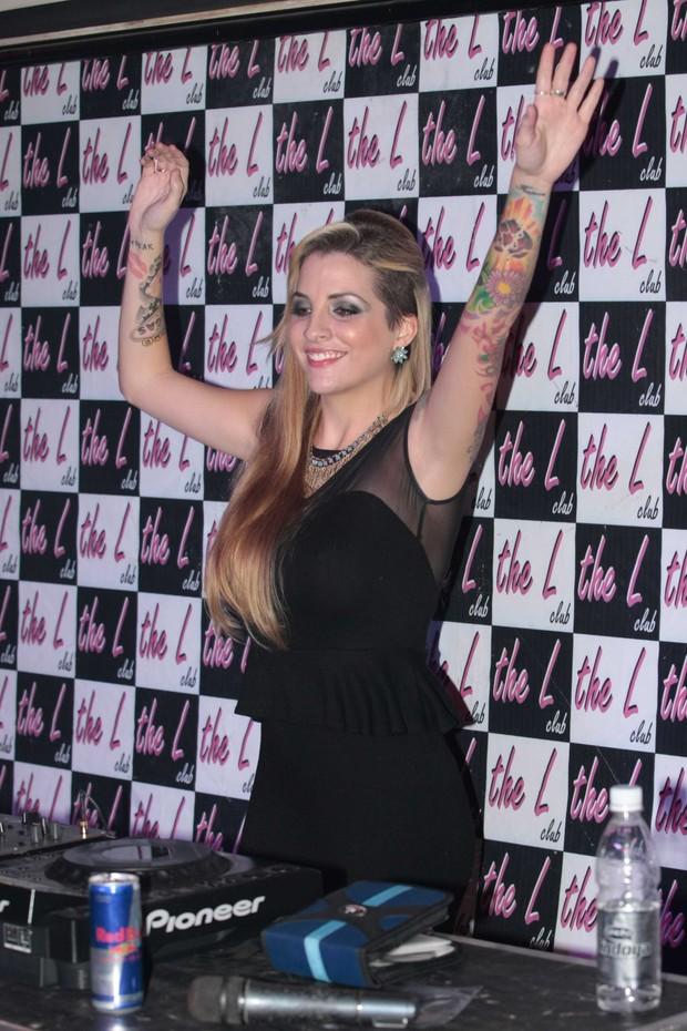 Clara toca em boate em São Paulo (Foto: Léo Franco/ AgNews)