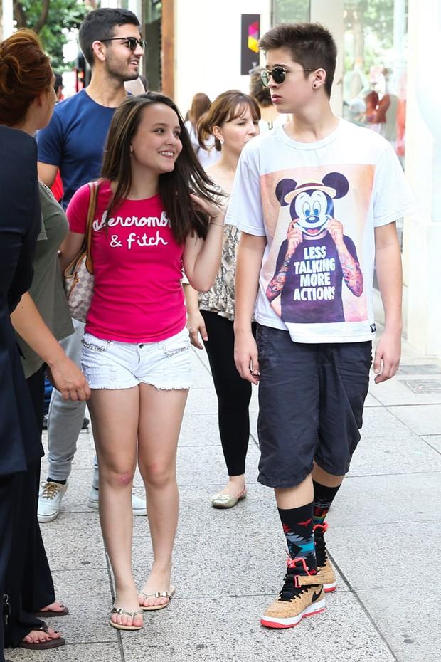 8c9fe98c1ddb4 Larissa Manoela e João Guilherme passeiam de mãos dadas em São Paulo (Foto   Manuela