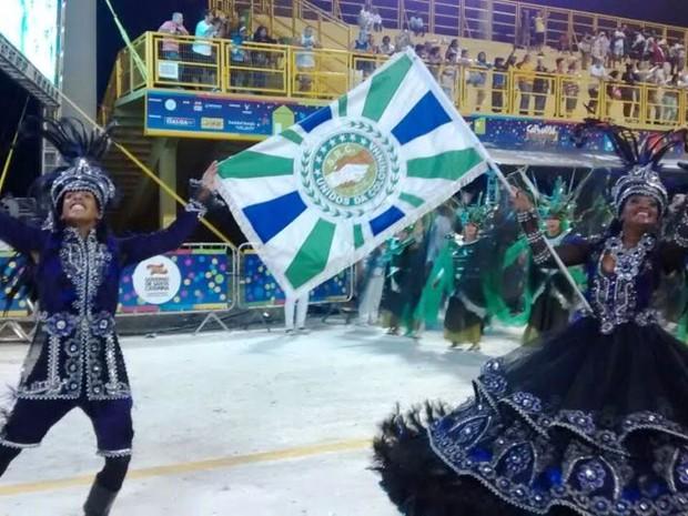 Segundo Casal de Mestre-Sala e Porta-Bandeira da Coloninha, em Florianópolis (Foto: Cristiano Anunciação/ G1)