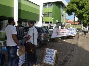 Movimento ficou em frente a Assembleia Legislativa do Amapá (Foto: Abinoan Santiago/G1)
