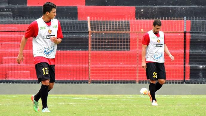Renan Oliveira Leonardo Sport (Foto: Aldo Carneiro/ Pernambuco Press)