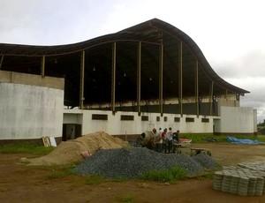 Obras foram retomadas no ginásio de Rolim de Moura (Foto: Maycon Pavin/ Arquivo pessoal)
