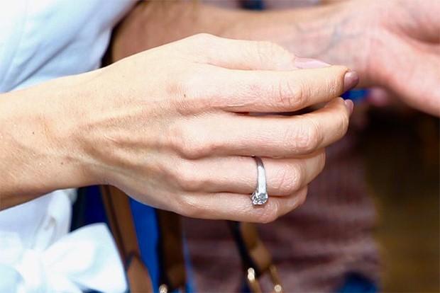 Sabrina Sato exibe anel de noivado (Foto: Manuela Scarpa/ Brazil News)