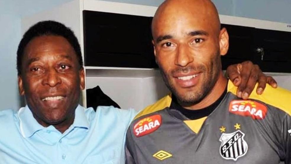 Edinho e Pelé (Foto: Divulgação/Santos Futebol Club)