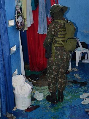 Celas do Compaj foram rastreadas com equipamentos do Exército (Foto: André Monteiro/CMA )