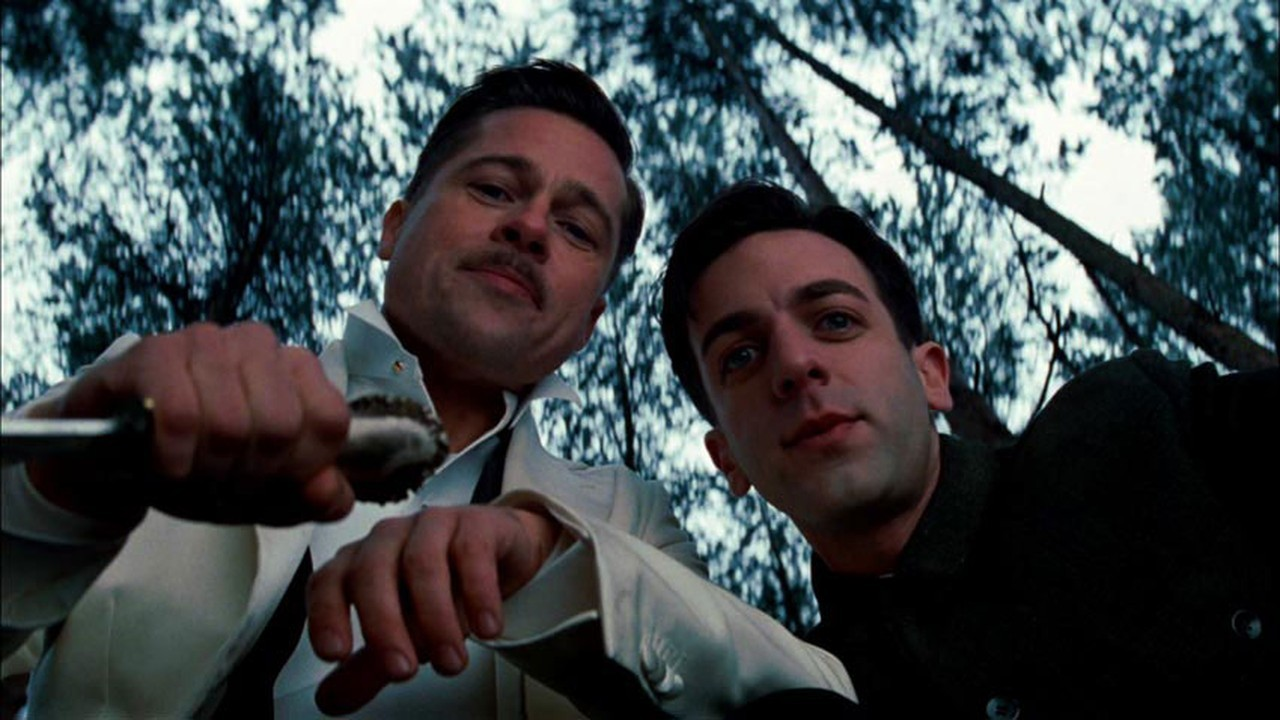 Brad Pitt e Eli Roth em Bastardos Inglórios (Foto: Divulgação)