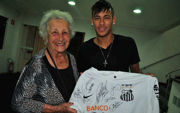 Argentina de 93 anos realiza sonho de conhecer o craque Neymar (Foto: Divulga&#231;&#227;o / Site Oficial do Neymar)