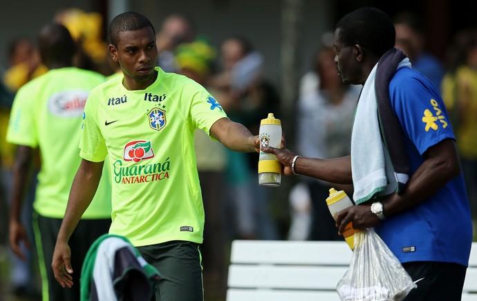 Fernandinho Brasil treino futvôlei (Foto: Hueler Andrey / Mowa Press)