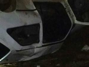 Quatro pessoas estavam no veículo na SC-160, uma delas morreu no local (Foto: Bombeiros de Pinhalzinho/Divulgação)