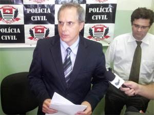 Delegado de Investigações Gerais Paulo Piçarro durante coletiva. (Foto: Rodolfo Tiengo/G1)