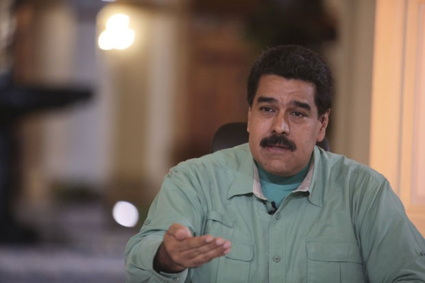 O presidente da Venezuela, Nicolas Maduro, durante seu programa de TV nesta terça-feira (15) (Foto: Miraflores Palace/Handout via Reuters)