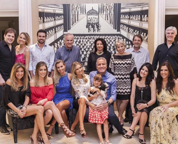 Familares de Justus e Ana Paula se reúnem para celebrar o Natal antecipadamente (Foto: Instagram)
