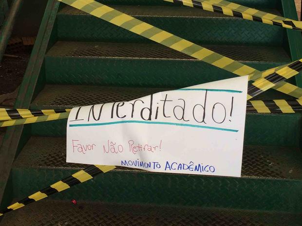Alunos fazem protesto e cobram melhoria na infraestrutura do campus (Foto: Ana Claudia Falqueto/Arquivo Pessoal)