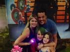 Susana Werner festeja seus 36 anos com a família