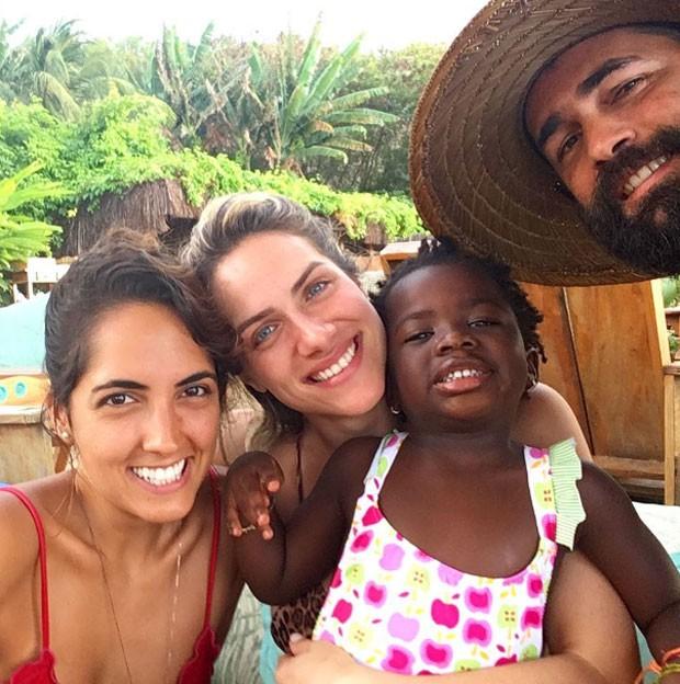 Giovanna e Titi com amigos (Foto: Reprodução Instagram)