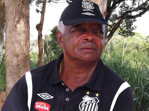 Durante peneirada do Santos em Cuiabá, Lima fala da paixão pelo clube que faz 100 anos neste sábado (Foto: Dhiego Maia/GLOBOESPORTE.COM)