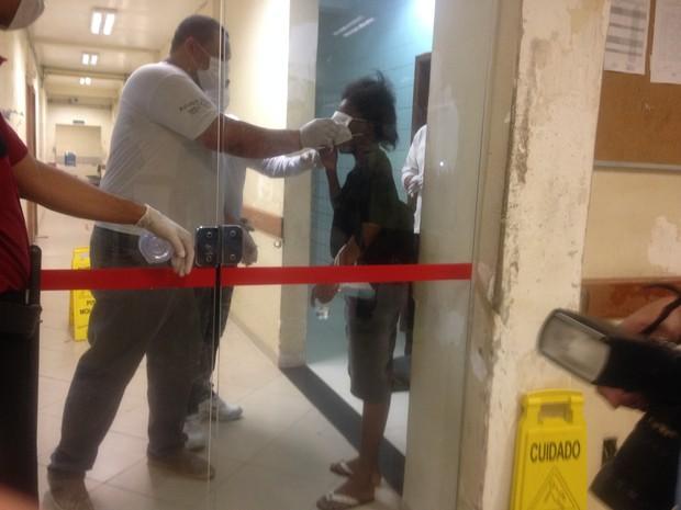 Mulher foi atendida no Hospital de Emergências de Macapá (Foto: Abinoan Santiago/G1)