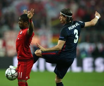 Filipe Luis Douglas Costa Bayern x Atletico de Madrid (Foto: EFE)