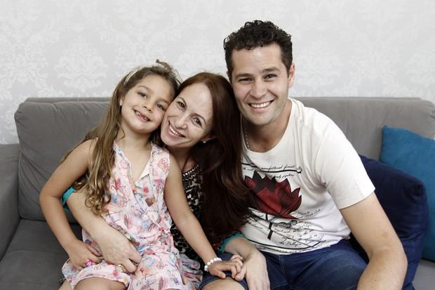Pedro Leonardo com a filha, Maria Sophia, e a mãe, Cida Dantas (Foto: Celso Tavares/EGO)