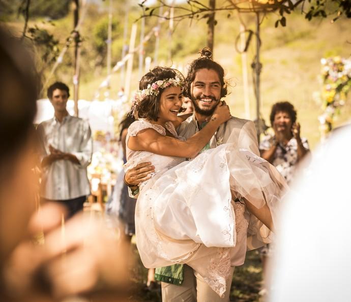 Olívia e Miguel foram só sorrisos no casamento (Foto: Inácio Moraes/ Gshow)