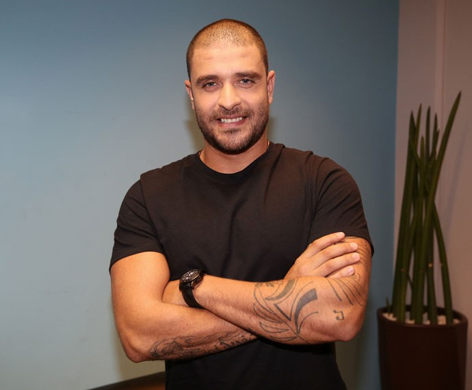 Diogo Nogueira conversa com o site do 'Altas Horas' antes da gravação (Foto: Carol Caminha/Gshow)