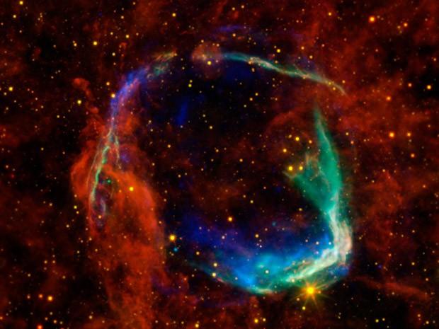 Imagem da supernova RCW 86, feita com a composição de dados obtidos por quatro telescópios diferentes (Foto: Nasa/ESA/JPL-Caltech/UCLA/CXC/SAO)