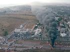 Contra derrubadas, moradores de invasão usam fogo para fechar DF-001