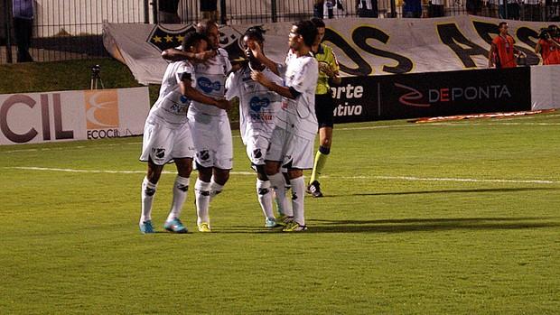 Rodrigo Silva comemora gol do ABC contra o Bahia (Foto: Augusto Gomes)