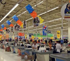 PREÇOS EM ALTA   Consumidores vão às compras em supermercado paulistano. Num país com memória inflacionária, é preciso cuidar dos primeiros sinais   (Foto: Evelson de Freitas/AE)
