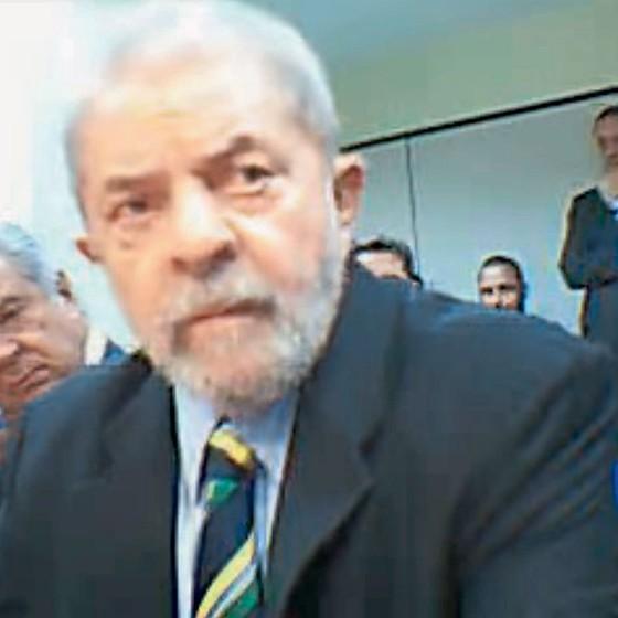 Lula durante interrogatório em Brasília,na semana passada.Ele ficou incomodado ao falar do amigo Bumlai,preso pela Lava Jato (Foto: Reprodução)