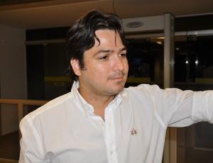 Fábio Chagas sucedeu Diomedes Cerri na presidência do Naviraiense (Foto: Hélder Rafael)