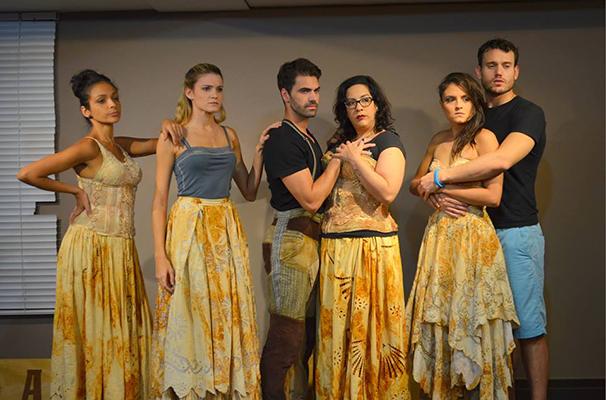Novo elenco do musical reunido após um dos últimos ensaios (Foto: Divulgação)