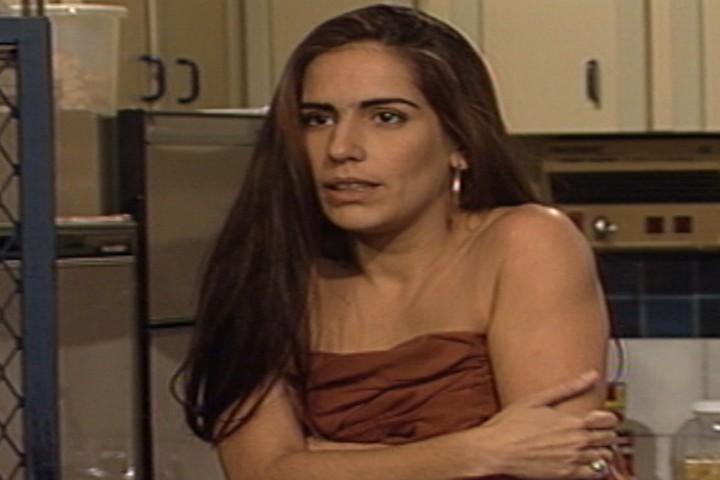 Raquel aparece na casa de Marcos e tenta seduzi-lo (Foto: reproduo/viva)