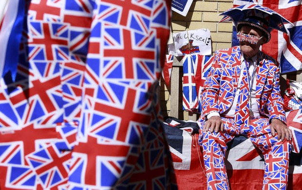 Movimentação em torno do hospital Kate Middleton  (Foto: Reuters)
