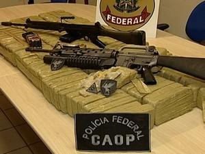 Drogas e armamentos vindos do Paraguai apreendidos pela PF (Foto: Reprodução/TV Integração)