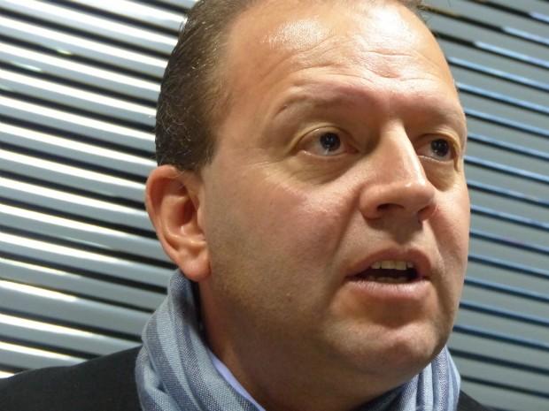 Candidato do PTC, Tulio Bandeira, diz que povo est� cansado dos pol�ticos 'que est�o a�' (Foto: S�rgio Tavares Filho/G1)