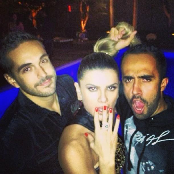 Mirella Santos brinca com amigos Yan Acioli e Fernando Bento (Foto: Instagram)