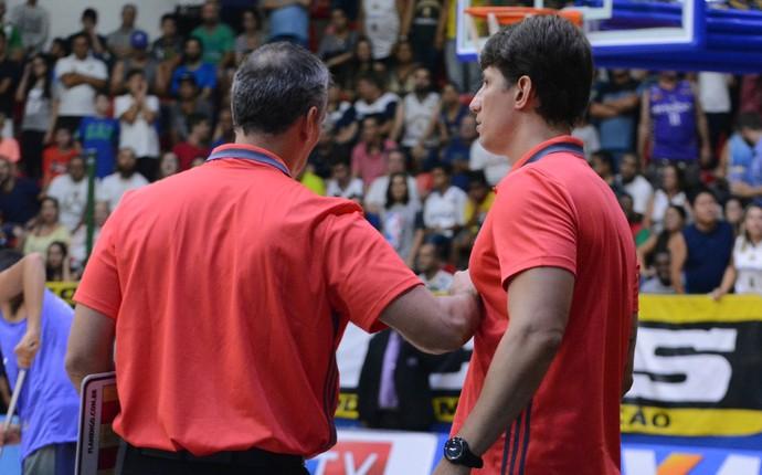 Confusão jogo Mogi das Cruzes x Flamengo NBB basquete (Foto: Cairo Oliveira)