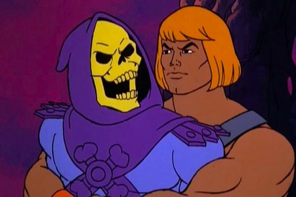O vilão Esqueleto e o herói He-Man em cena do desenho animado com os personagens (Foto: Reprodução)