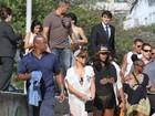 Rihanna se diverte em dia de praia no Rio