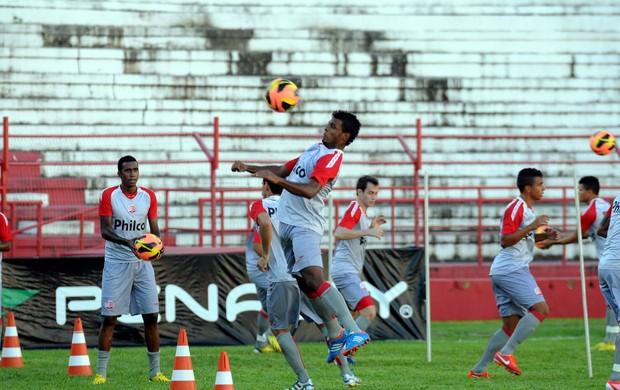 náutico treino (Foto: Aldo Carneiro / Pernambuco Press)