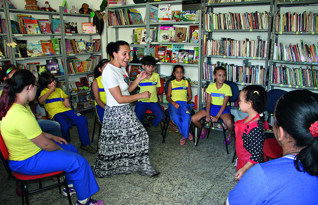 Livro de graxa para todos Projeto Generosidade (Foto: Marlos Ney Vidal / Autoesporte)
